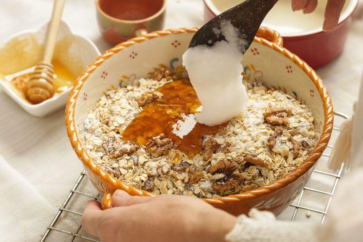 Efek Kelebihan Konsumsi Minyak Kelapa Murni Pada Diet Keto