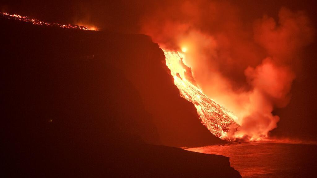 Gas Beracun Ancam Spanyol Gegara Lava Berapi Capai Lautan