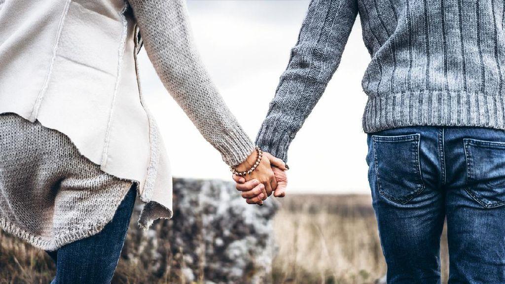 Viral Pria Kencan Pertama Ditemani Satu Keluarga, Netizen Ramai Puji Ayahnya