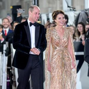 7 Momen Glamor Kate Middleton di Premier No Time To Die, Berbalut Gaun Emas