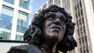 Patung Aktivis Betty Campbell Tegak Berdiri di Inggris