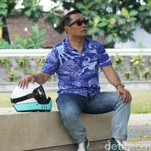 Ridwan Kamil Rilis Jeans dari Botol Plastik Bekas, Gandeng Brand Lokal