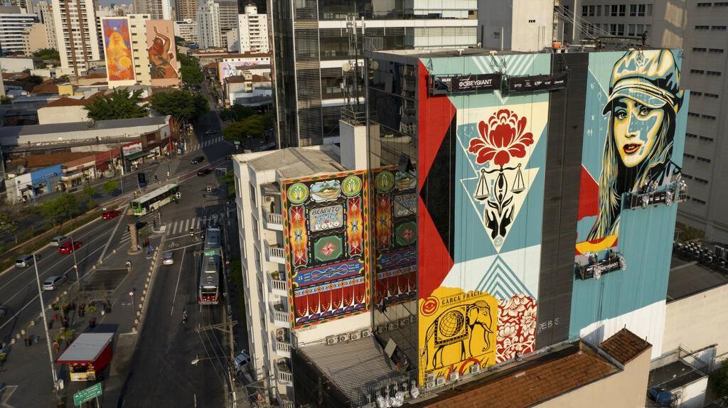 Gedung-gedung di Brasil Dipenuhi Mural Raksasa, Ada Apa?