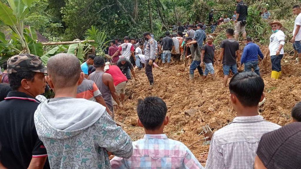 7 Orang Tewas Tertimbun Tanah Longsor di Padang Pariaman