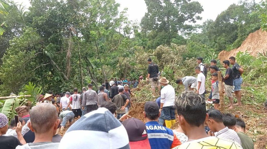 Tanah Longsor di Padang Pariaman, 7 Warga Tewas Tertimbun