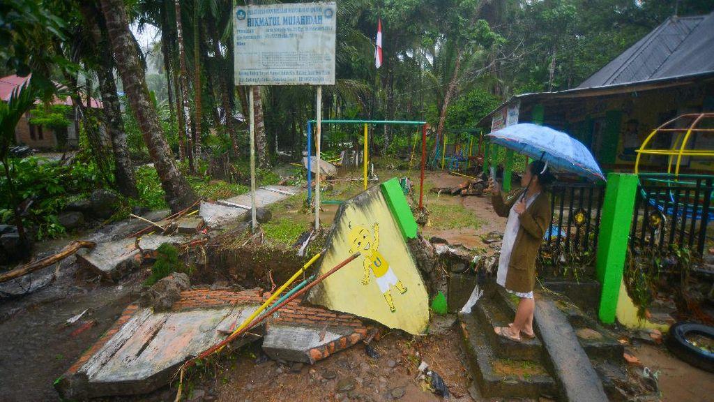Padang Pariaman Diterjang Banjir Bandang, Begini Kerusakannya