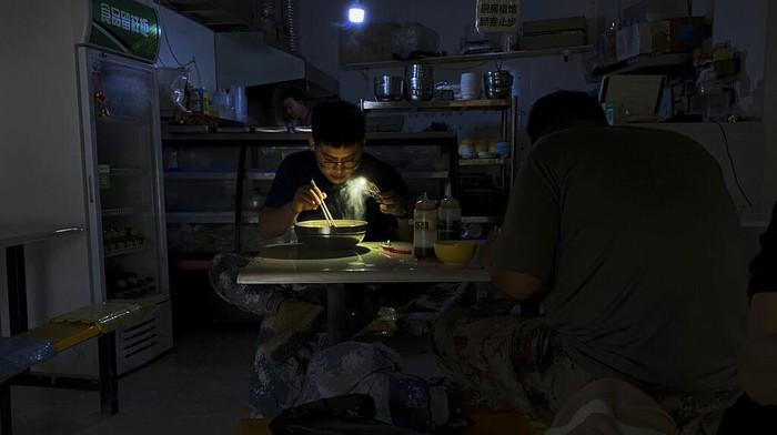 China tengah hadapi krisis pasokan listrik yang membuat sejumlah provinsi di negara itu alami mati listrik. Salah satu provinsi yang terdampak adalah Liaoning.