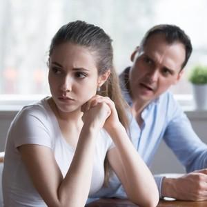 Pasangan Sering Ngutang, Bagaimana Menyadarkannya?