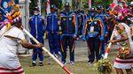 Taufik Hidayat hingga Boaz Solossa Kirab Api PON di Jayapura