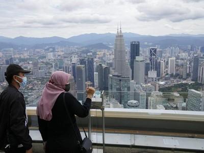 Malaysia Baru Perbolehkan Warganya Berwisata