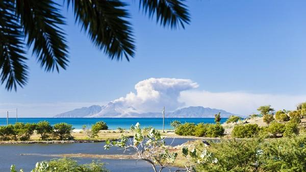 Pulau Montserrat dibuka kembali pada April 2021, tapi hanya untuk wisatawan dengan gaji lebih dari USD 70 ribu atau satu miliar per tahun. Minimal, mereka harus berlibur di sana selama dua bulan (iStock)