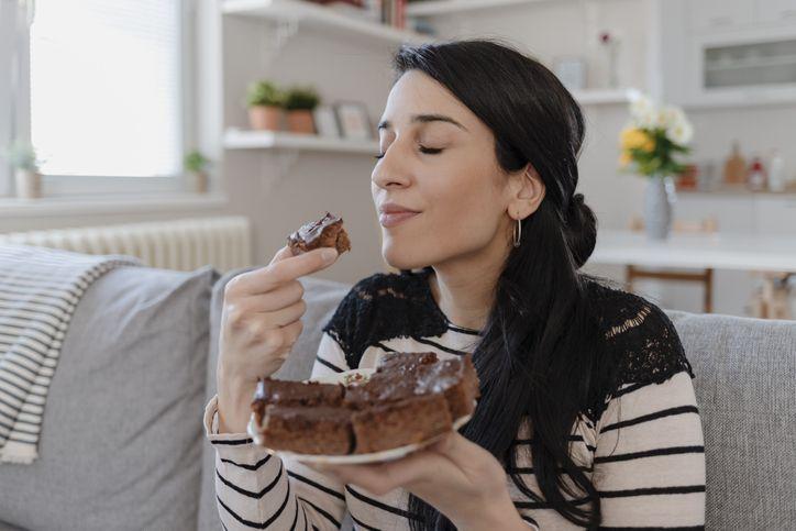 5 Tips Ngemil Sehat yang Tak Bikin Berat Badan Naik