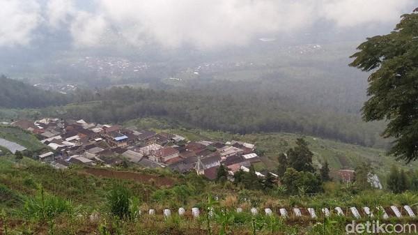 Inilah penampakan desa Ngaduman, desa tertinggi di lereng sisi barat Gunung Merbabu. Secara administratif, Ngaduman masuk di Kecamatan Getasan Kabupaten Semarang. (Erliana Riady/detikTravel)