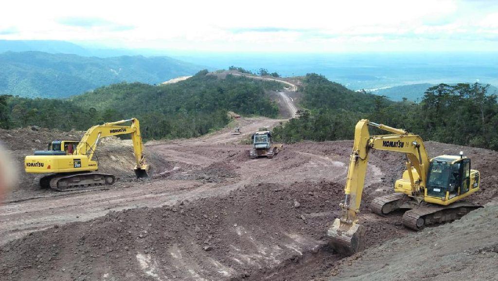Wow! Bukit-Rimba Ditembus demi Buka Jalan di Papua