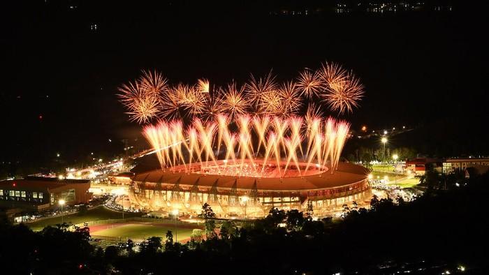 Pekan Olahraga Nasional (PON) XX Papua 2021 telah dibuka oleh Presiden Joko Widodo. Pembukaan dimeriahkan oleh pesta kembang api dan tarian Papua.