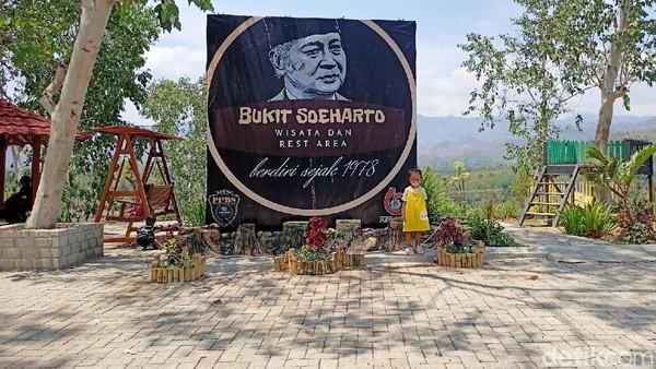 Bukit Soeharto berada di Desa Biting, Kecamatan Badegan, Ponorogo.