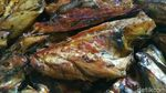 Ibu-ibu di Pasuruan Kantongi Jutaan Rupiah dari Ikan Asap