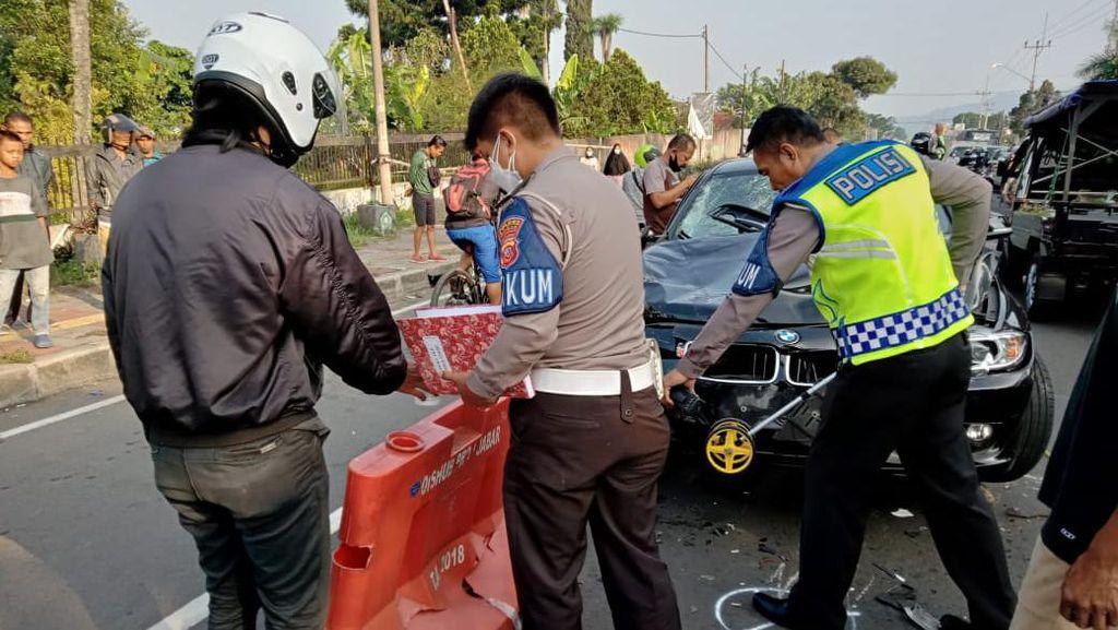 3 Fakta Geger Pemobil BMW Tabrak 4 Motor di Cisarua Bogor