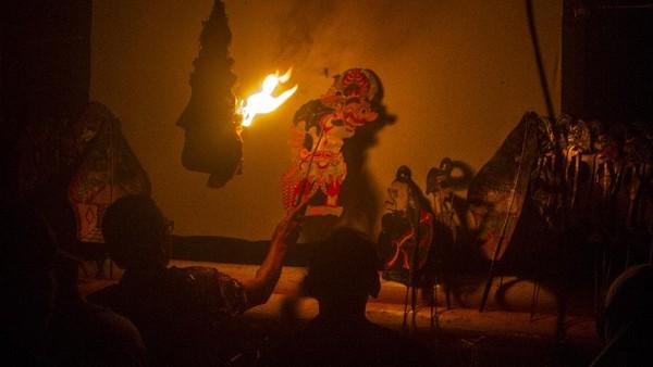 Pertunjukan wayang Sampir tersebut bertujuan untuk suatu hajat tertentu yang disebut manyampir, merupakan ritual yang dipimpin oleh dalang untuk mengusir roh-roh jahat yang menggangu kehidupan manusia.