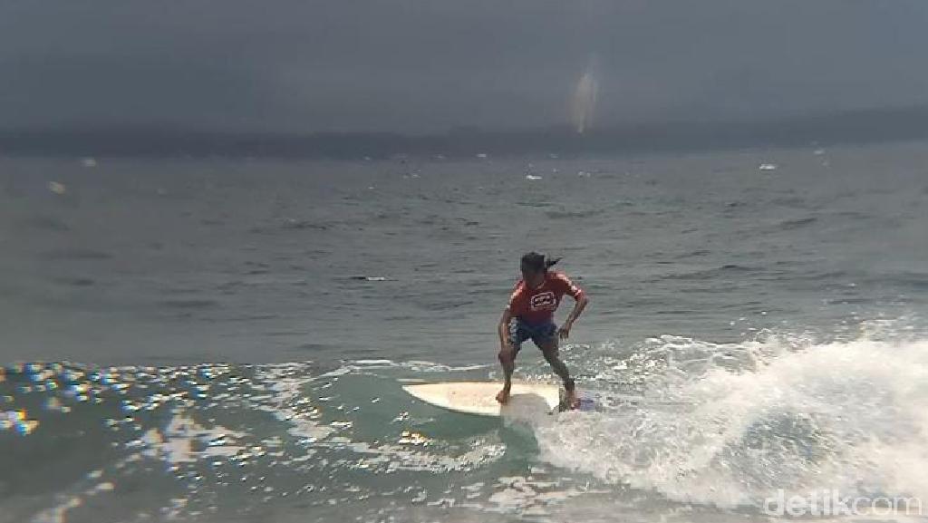 Puluhan Peselancar Beraksi di Batukaras Surf League Serie III