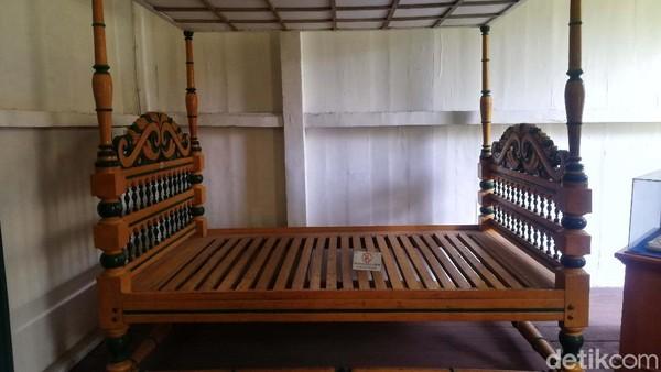 Ini adalah tempat tidur peninggalan Pangeran Sugih.