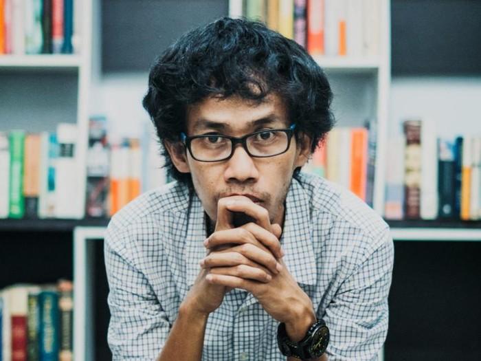 Aan Mansyur Terbitkan Buku Kumpulan Puisi Waktu yang Tepat untuk Melupakan Waktu