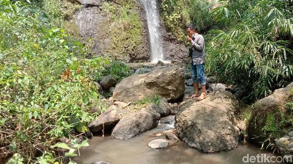 Sekretaris Desa Piji, Jumain mengatakan potensi wisata air terjun pengantin di desanya memang belum dimaksimalkan. Pemerintah desa berencana membuat air terjun Pengantin menjadi salah satu wisata andalan desa Piji. (Dian Utoro Aji/detikTravel)