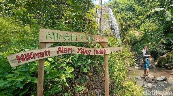 Wisata air terjun pengantin ini berada di Desa Piji, Kecamatan Dawe, Kudus, Jawa Tengah. Air terjun itu adalah salah satu wisata alam menarik di Kota Kretek. (Dian Utoro Aji/detikTravel)