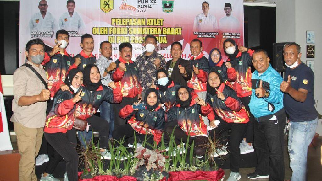 Lepas Karateka Sumbar ke PON Papua, Andre Rosiade: Insya Allah Bawa Emas