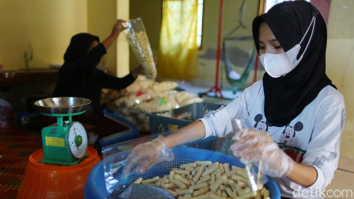 Usaha beragam olahan ikan yang menjadi panganan dan oleh-oleh khas Bangka Belitung seperti getas, kemplang dan kerupuk mendatangkan cuan sampai Rp 50 Juta/pekan. Wow!