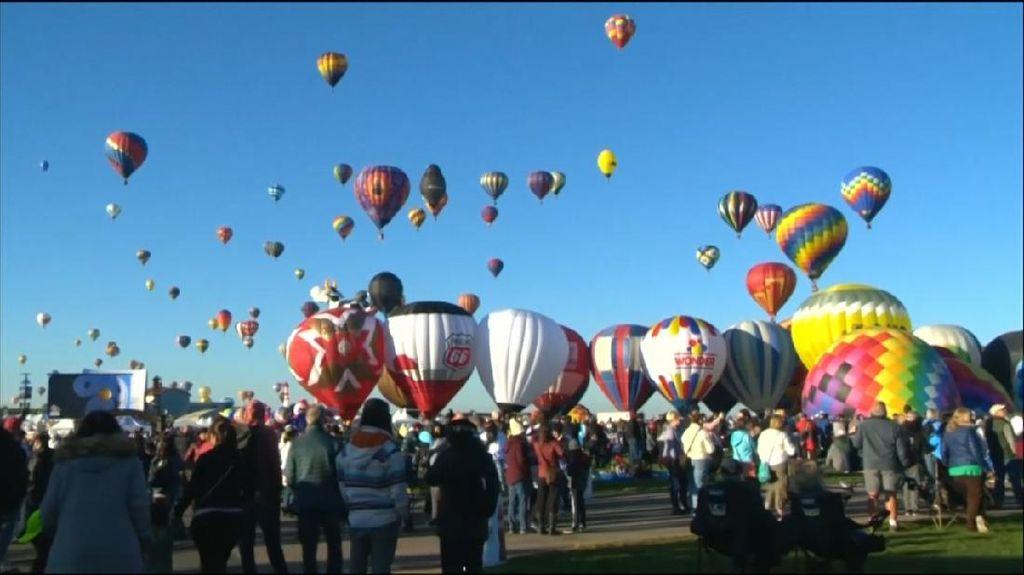 Festival Balon Udara Internasional Hiasi Langit New Mexico