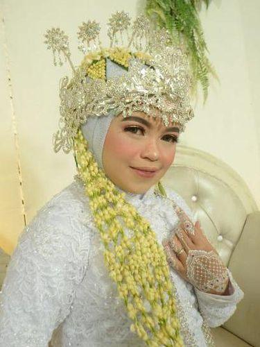 Foto Rizkiyani Fuji saat menikah.