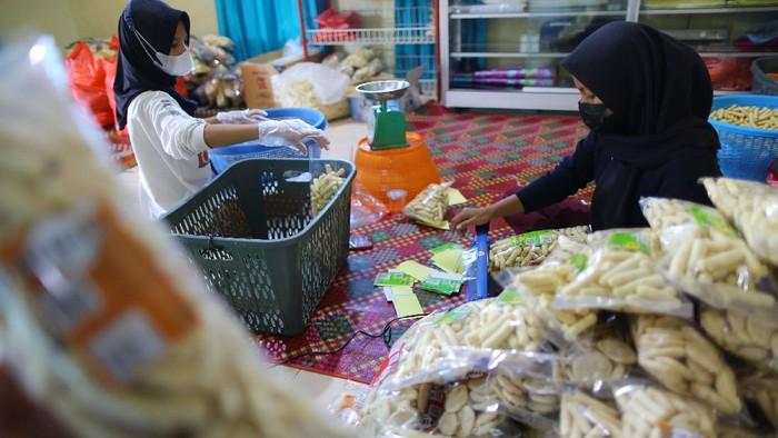Olahan kerupuk ikan khas Bangka Belitung.