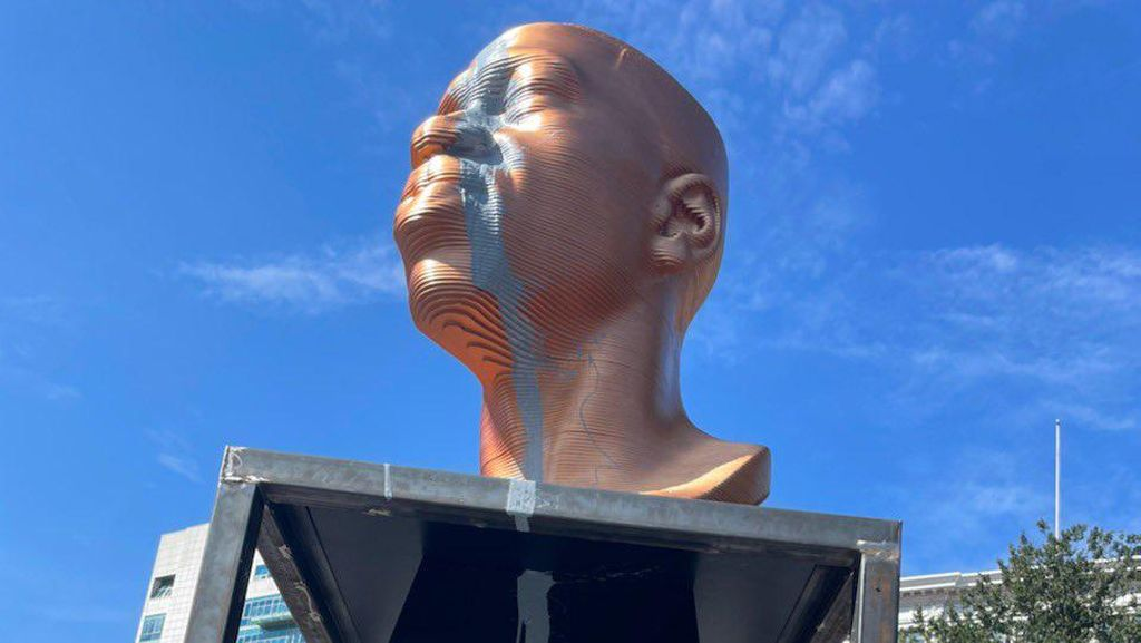 Patung George Floyd Dirusak dengan Aksi Vandalisme