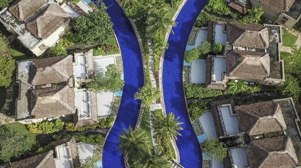"""Mandalika menjadi tuan rumah ajang balap prestisius tersebut. Hal tersebut menegaskan wisata Lombok merupakan perpaduan antara """"sport tourism"""" dengan """"ecotourism"""" yakni eksotisme alam Lombok Tengah bagian selatan."""