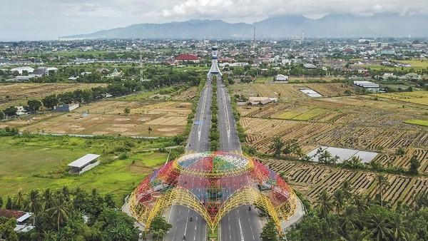 Beragam destinasi wisata tersebut tak heran membuat Lombok tak cuma populer di Indonesia tetapi juga menjadi andalan destinasi wisata kelas internasional. Bagaimana menurut anda?