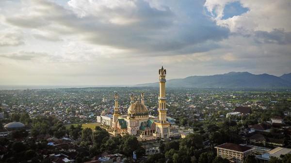 Masjid dianggap sebagai kekuatan religi dan representasi budaya, sehingga sangat mudah menemukannya dengan radius berdekatan yang hingga 2021 jumlahnya mencapai 3.767 unit.