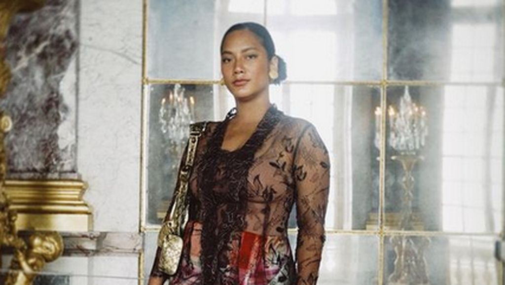 7 Gaya Tara Basro Berkebaya di Istana Versailles Prancis, Cantik Bersahaja