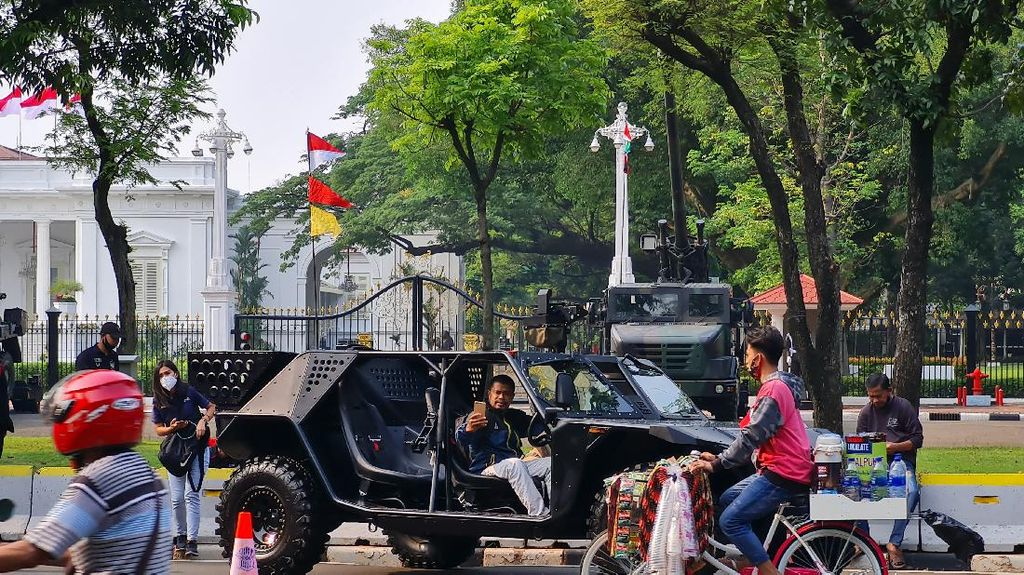 Kala Pameran Alutsista TNI di Depan Istana Ramai Didatangi Warga buat Foto