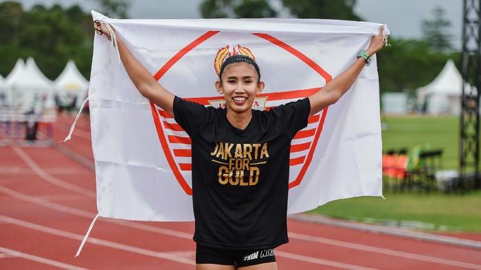 Pelari gawang DKI Jakarta Emilia Nova (045) melakukan selebrasi seusai finish pertama pada final 100 meter lari gawang PON XX Papua di Stadion Atletik, Mimika Sport Complex, Selasa (5/10/2021). PB PON XX Papua / Rommy Pujianto