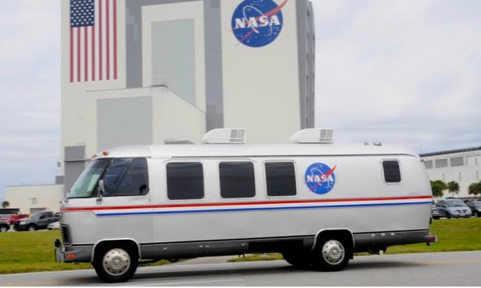 Ilustrasi Astrovan