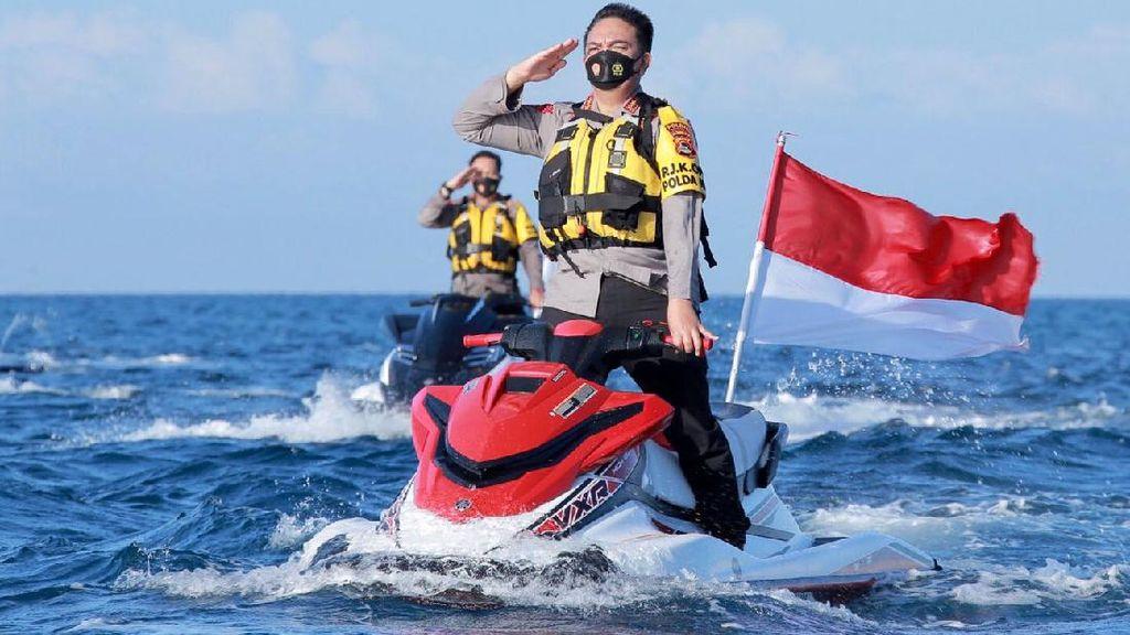 Kapolda NTB Gelar Atraksi Jetski untuk Ucapkan HUT TNI