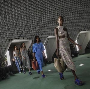 Unik, Stella McCartney Hadirkan Tas Berbahan Jamur di Paris Fashion Week