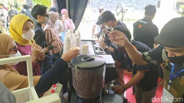 Festival tersebut digelar untuk memperingati Hari Kopi Internasional yang jatuh pada tanggal 1 Oktober. Ini merupakan event pertama bersama Komunitas Kopi Magelang dan Taman Wisata Candi Borobudur sebagai penyedia tempat. (Eko Susanto/detikTravel)