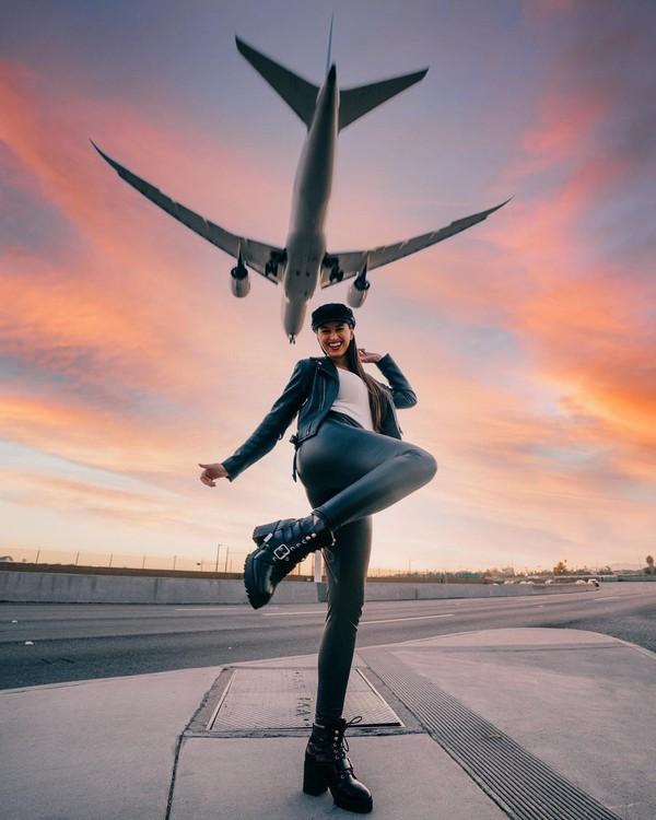 Sebagai seorang wanita, melakukan perjalanan seorang diri tentu saja tidak mudah. Berbagai stigma harus dilalui oleh Lexie untuk menunjukkan kesanggupannya berkeliling dunia.