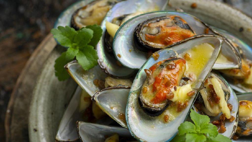 Selain Kerang Hijau, Beragam Seafood Dibalut Aneka Saus Dijual dengan Harga Terjangkau