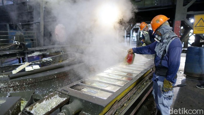 Indonesia menjadi salah satu negara di dunia yang mampu memproduksi mineral timah dalam jumlah besar. Kemana Timah Indonesia larinya?   Dalam pengoperasiannya, pemerintah menunjuk PT Timah (Tbk) untuk menambang mineral timah yang berada di Kepulauan Bangka Belitung, Kepulauan Riau, dan Provinsi Riau.