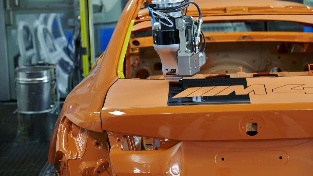 Sistem pengecatan Robot ala BMW.