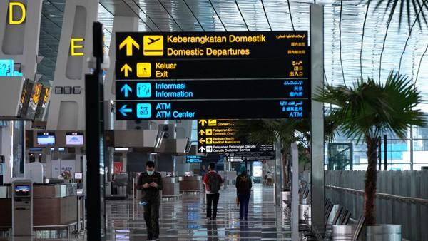 Foto: Getty Images/Ed Wray. Bandara terbesar di Indonesia yang pertama adalah Bandara Soekarno-Hatta yang letaknya berada di Tangerang, Banten. Bandara ini memiliki 3 terminal untuk melayani penerbangan baik domestik maupun internasional.