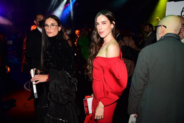 Demi Moore dan Scout LaRue Willis di Paris Fashion Week saat menghadiri acara Love Brings Love.
